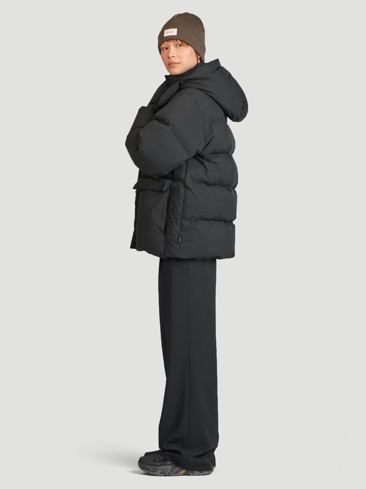 Besseggen Down Jacket Black 4